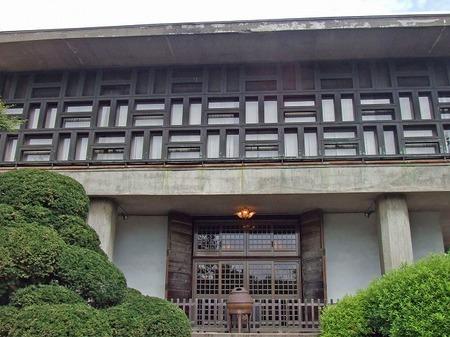 s-お寺の本堂.jpg