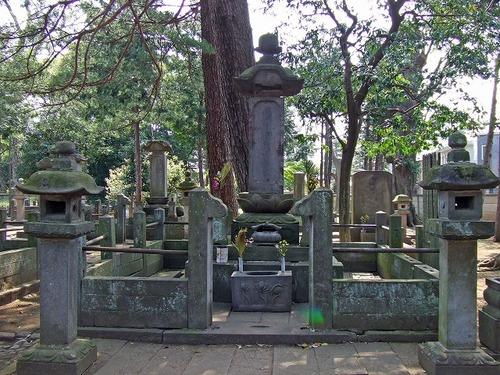 s-井伊家の墓所1.jpg